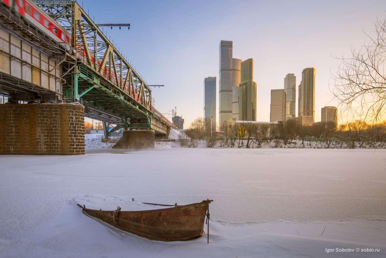 москва-сити, москва, зима, москва-река, мост, лёд, снег, лодка, moscow city, moscow, winter, moscow river, bridge, ice, snow, boat, Соболев Игорь