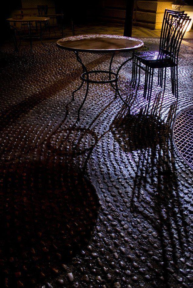 прага, дождь, стол, стул, свет, сыро, Пётр Мусатов