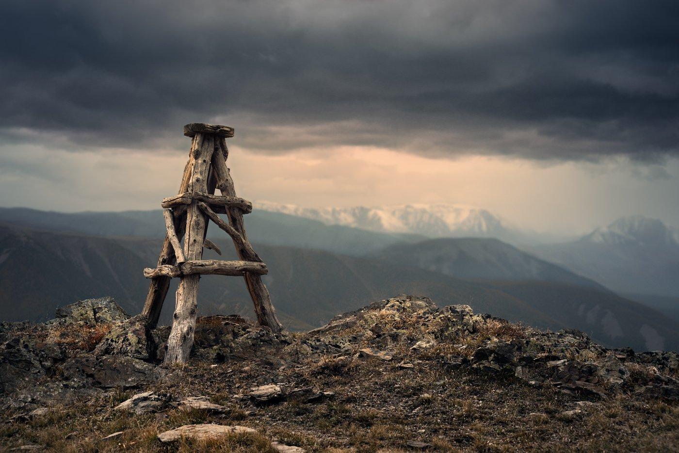 nature, landscape, mounts, mountains, pick, picket, foul weather, пейзаж, природа, горы, вершина, знак, геодезический, непогода, evening, altai, siberia, вечер, конструкция, алтай, сибирь, высокий, большой, Дмитрий Антипов