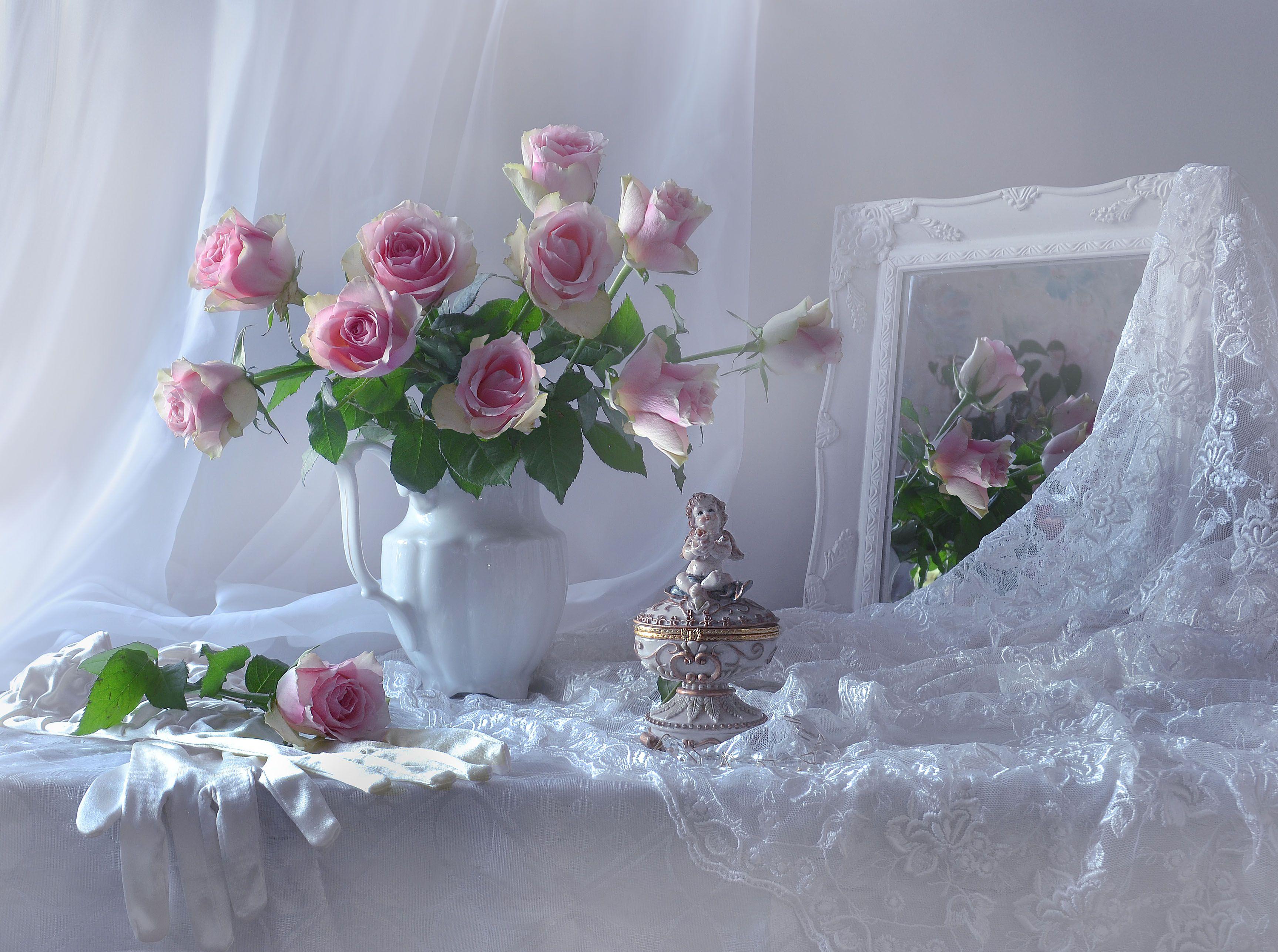 still life, натюрморт, весна, зеркало, март, настроение, отражение, перчатки, розы, стихи, фарфор, цветы, шкатулка, фото натюрморт, Колова Валентина
