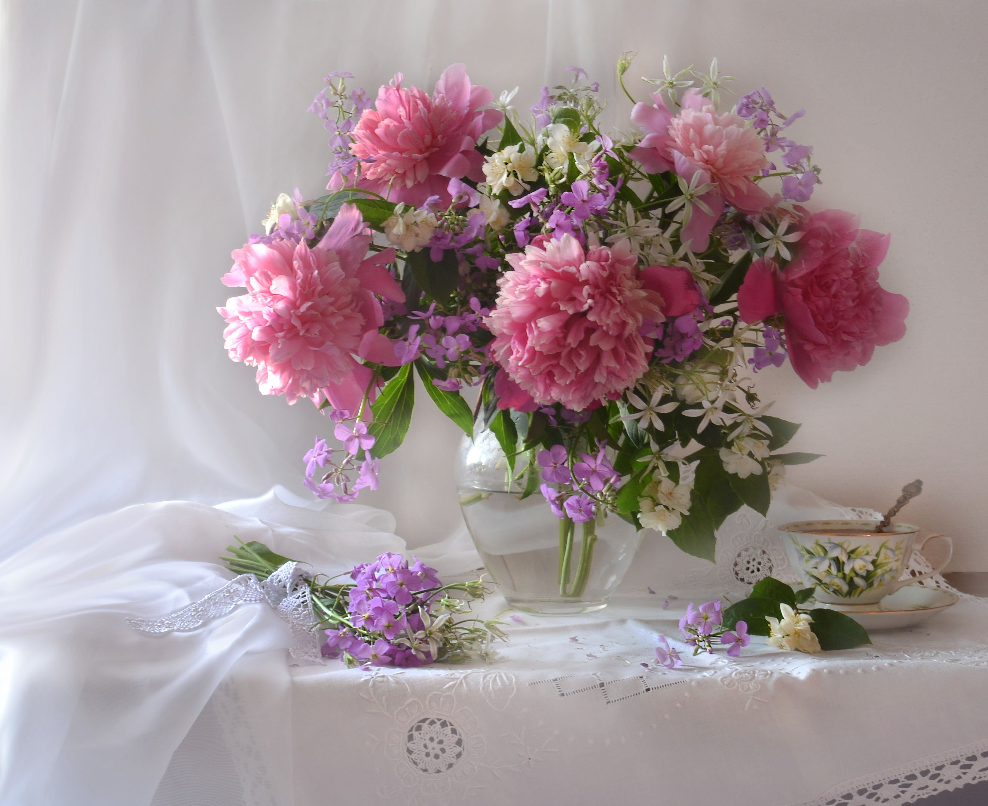 still life, натюрморт,  лето, птицемлечник, розовые пионы, вечерний  чай, фарфор, фиалки, фото натюрморт, цветы, жасмин,, Колова Валентина