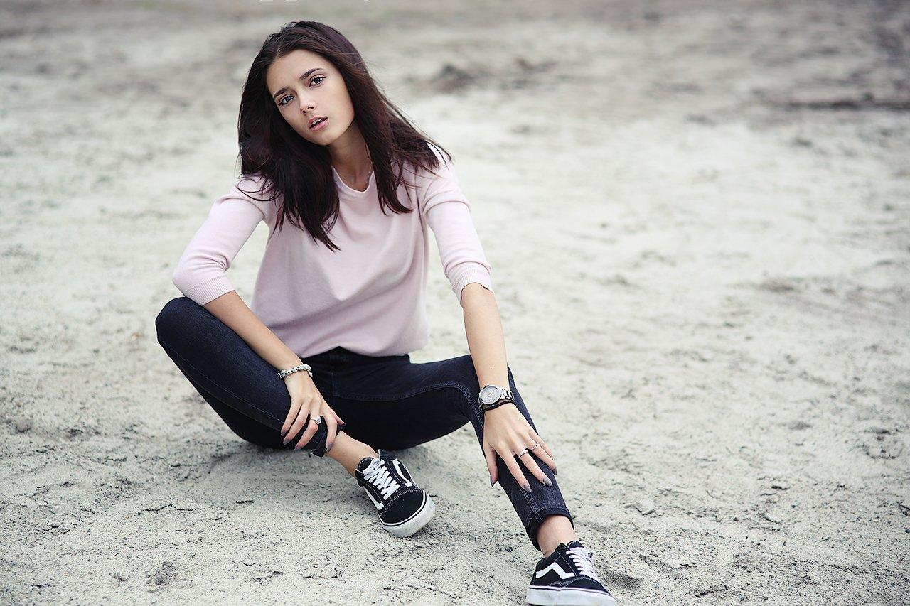 девушка, красивая, песок, мода, сидит, белый, поза, Комарова Дарья