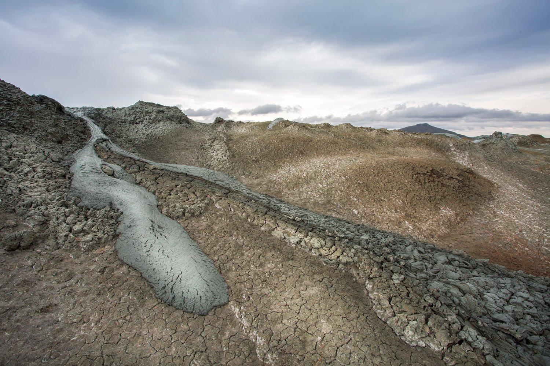 пейзаж, грязевые вулканы, грязь, тучи, непогода, Азербайджан, Гобустан, Денис Свечников