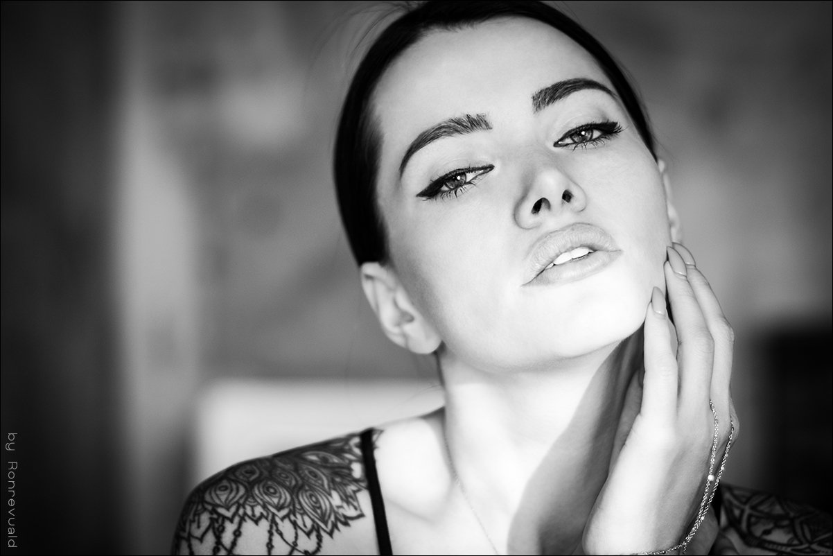 girl,portrait,light,street,beauty,fashion,eyes,moscow,свет,портрет,девушка,москва,blackandwhite,black&white,чернобелое, Ronrevuald
