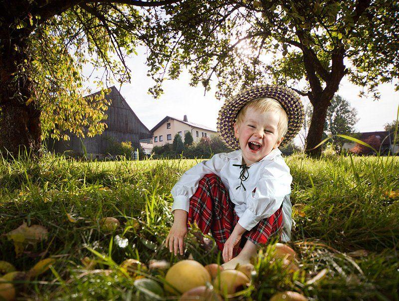 дети, яблоки, осень, природа, солнце, Olga Shiropaeva