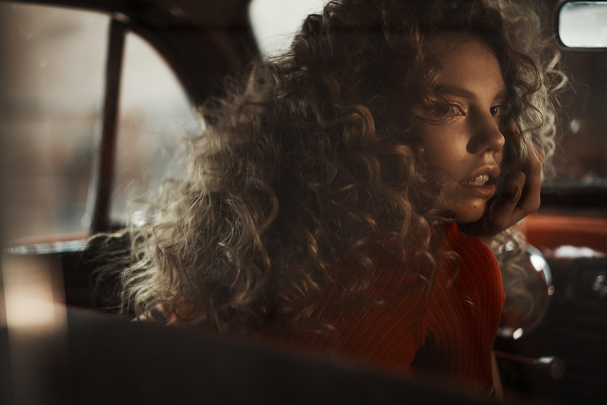car, red car, model, portrait, fashion, light, curly, модель, портрет, машина, свет, кудрявая девушка, Ася Молочкова