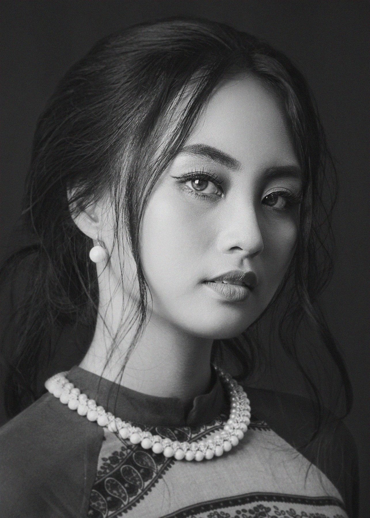 people, portrait, girl, asian, vietnam, vietnamese, face, young, beauty, glamour, eyes, bw, black and white, monochrome, Hoang Viet Nguyen