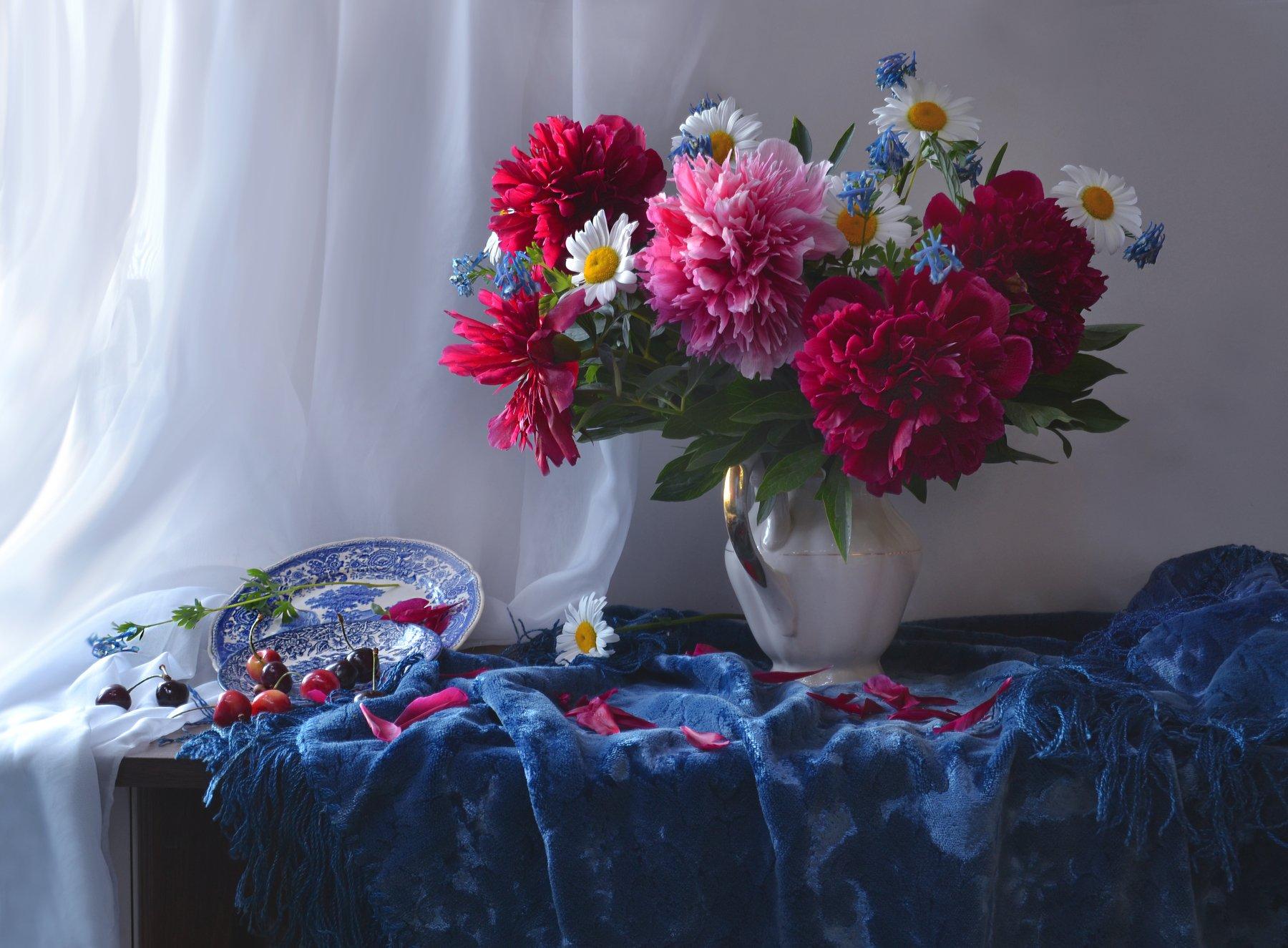 still life,натюрморт, цветы, фото натюрморт, фарфор, ромашки, пионы, лето, июнь, вишня, Колова Валентина