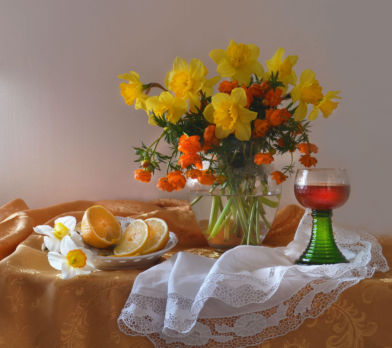 still life, натюрморт,  лето, июнь, цветы, купавницы, нарциссы, фото натюрморт, Колова Валентина