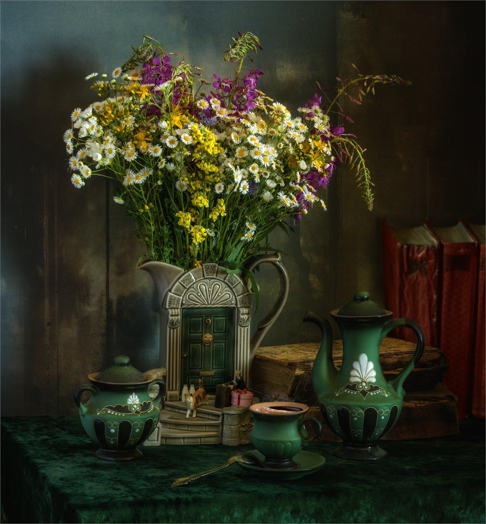 still life, натюрморт,    растение, природа,  винтаж,  цветы, полевые цветы, луговые цветы, книги, кофе, чашка кофе, чайник, кофейник, напиток, ваза, молочник, сахарница, посуда, Михаил MSH