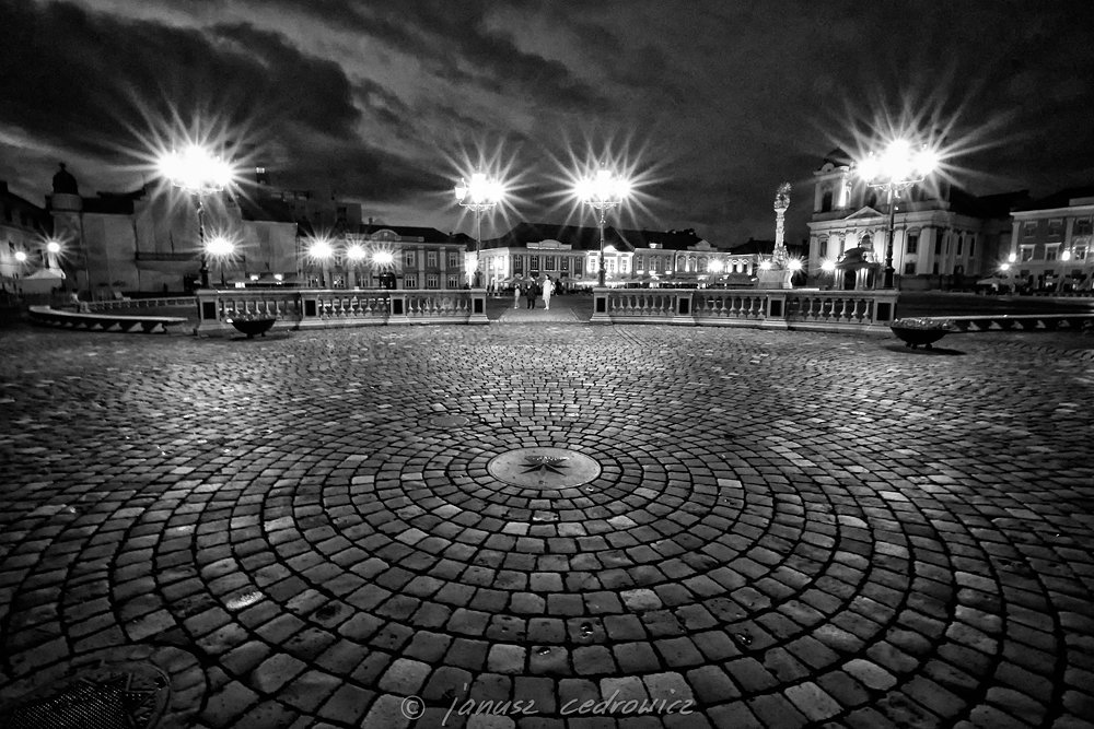 romania,timisoara,photo,lights,dark,tourism,attraction,square,mainsquare,city,citycenter,blackandwhite,, janoo