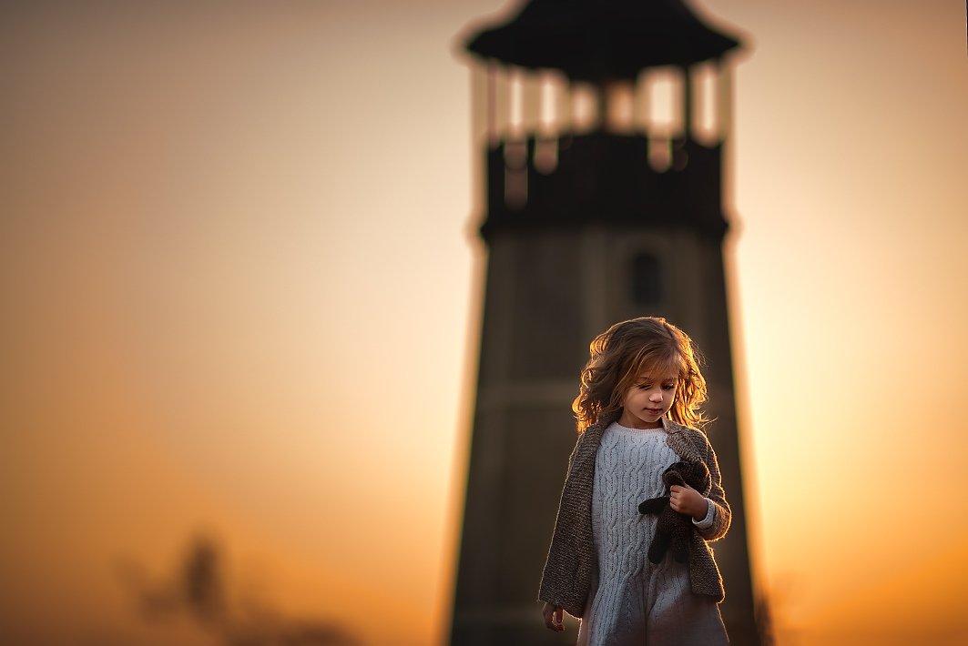Девочка, девочка на закате, девочка с игрушкой, маяк, красивая девочка, Ганич Ирина