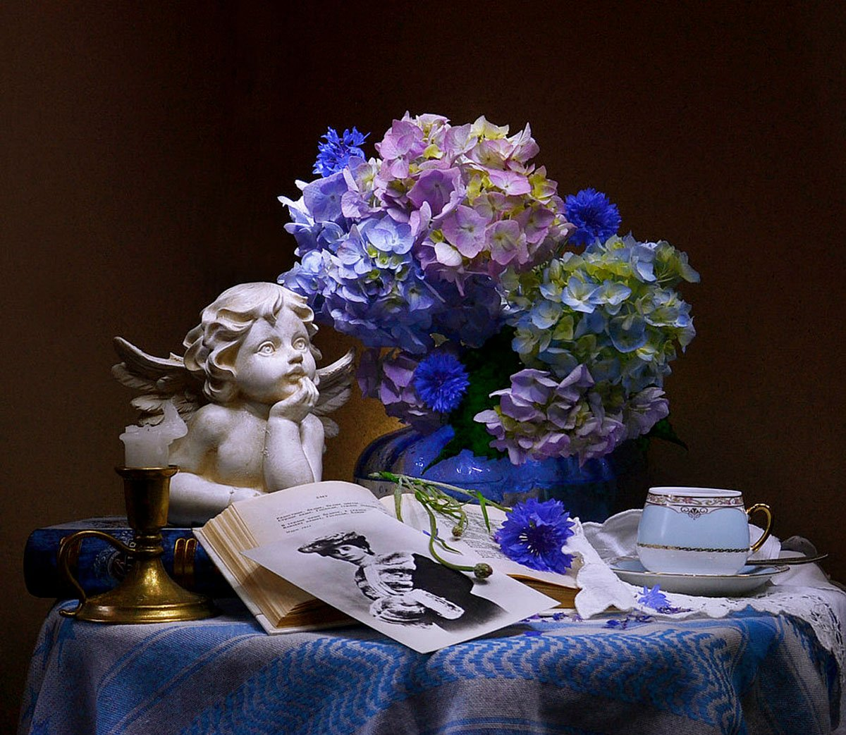 still life, натюрморт, фото натюрморт, гортензия, цветы, букет, свеча, подсвечник, томик стихов, фото, ретро,, Колова Валентина