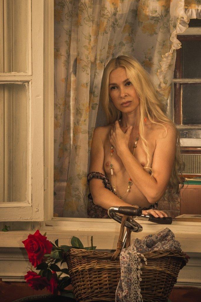 ню, nu, nude, nudeart, арт-ню, портрет, portrait, girl, девушка, обнажённая, грудь, винтаж, vintage, ретро, деревня, деревня, сарафан, окно, велосипед, Kirill Koshed