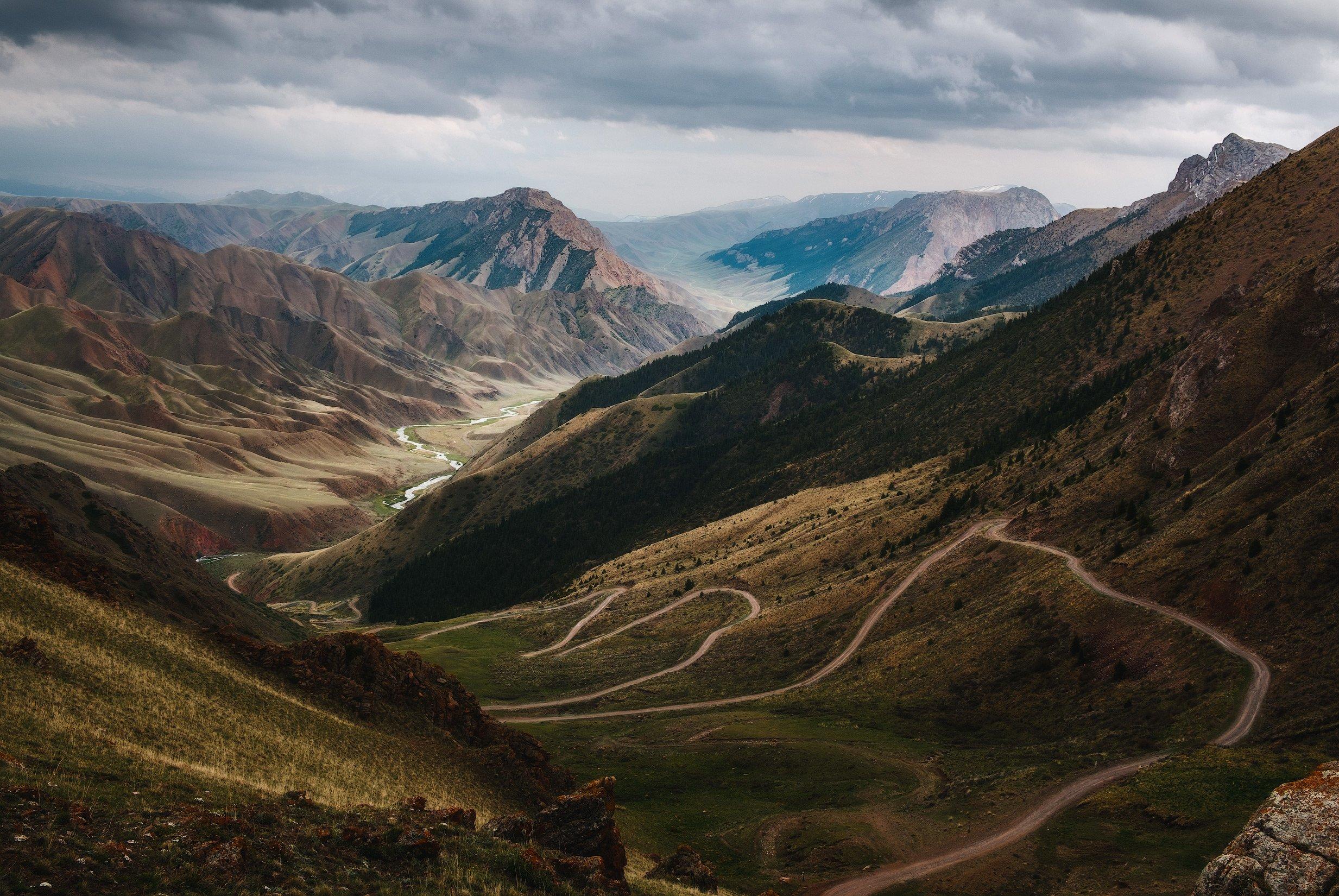 киргизия, кыргызстан, средняя азия, горы, каньон, скалы, пейзаж, лето, ущелье, дорога, утро, серпантин, перевал, Оборотов Алексей