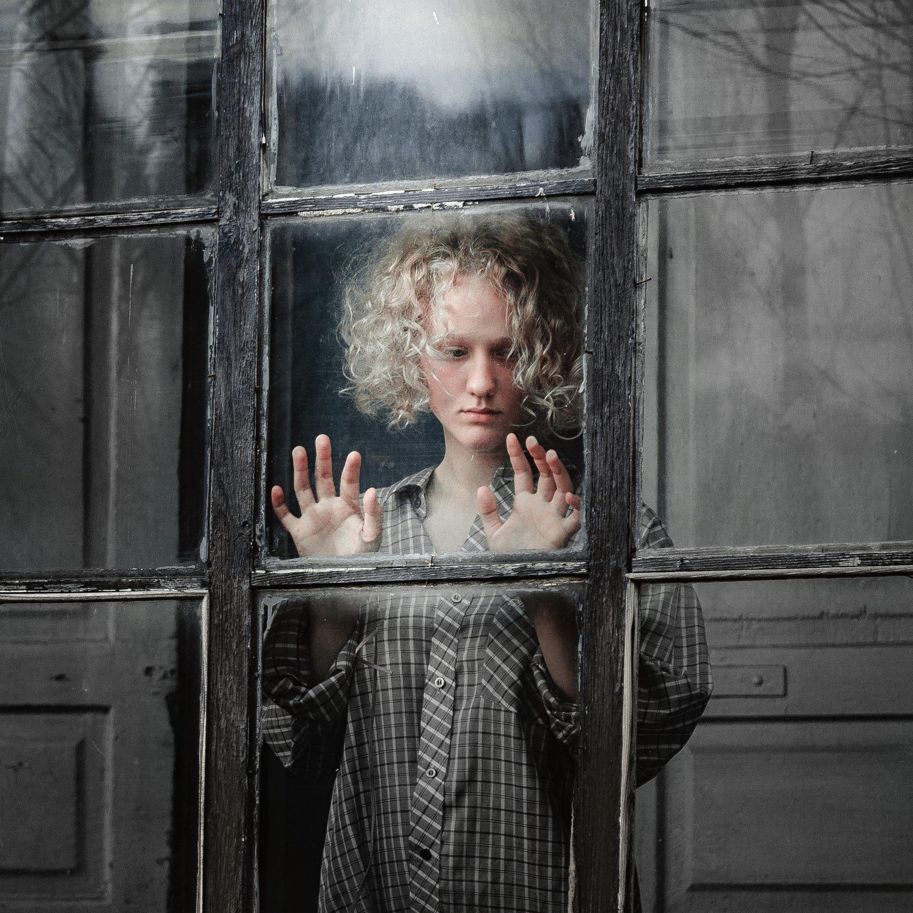 girl, hands, glass, reflection, light, curls, look, silence, art, portrait, russia, krasnodar, Васильев Андрей