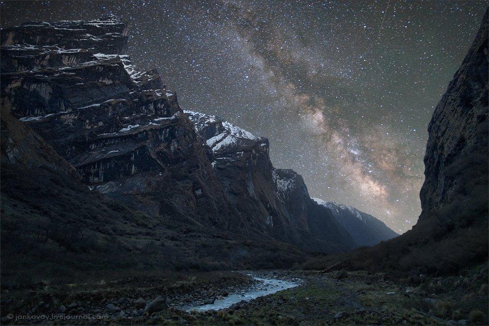 ночь, звезды, горы, гималаи, млечный путь, небо, аннапурна, ущелье, река, холмы, перспектива, туманность, Антон Янковой (www.photo-travel.com.ua)