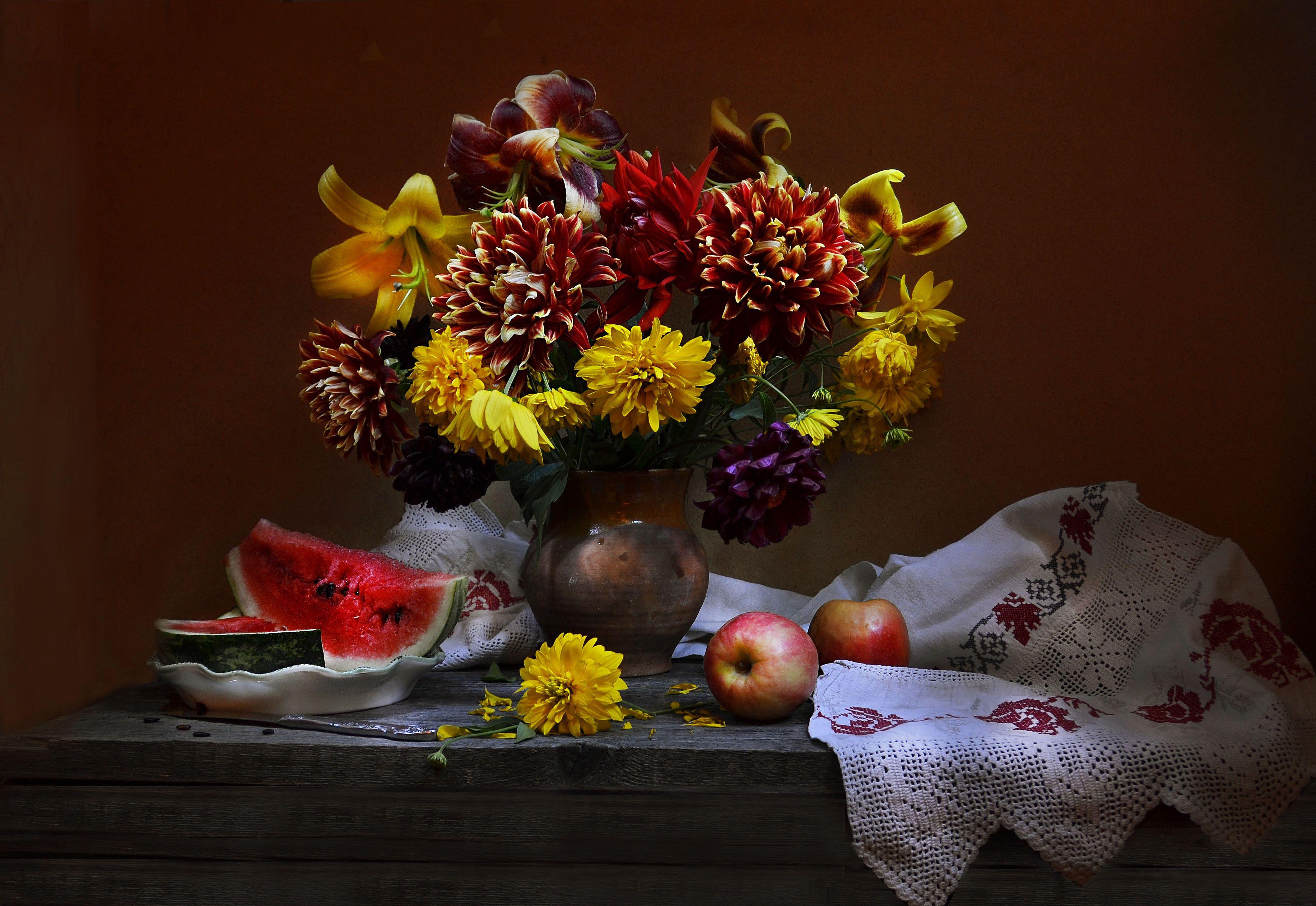 яблоки, цветы, фото натюрморт, настроение, лето, золотые шары, георгины, арбуз, август, Колова Валентина