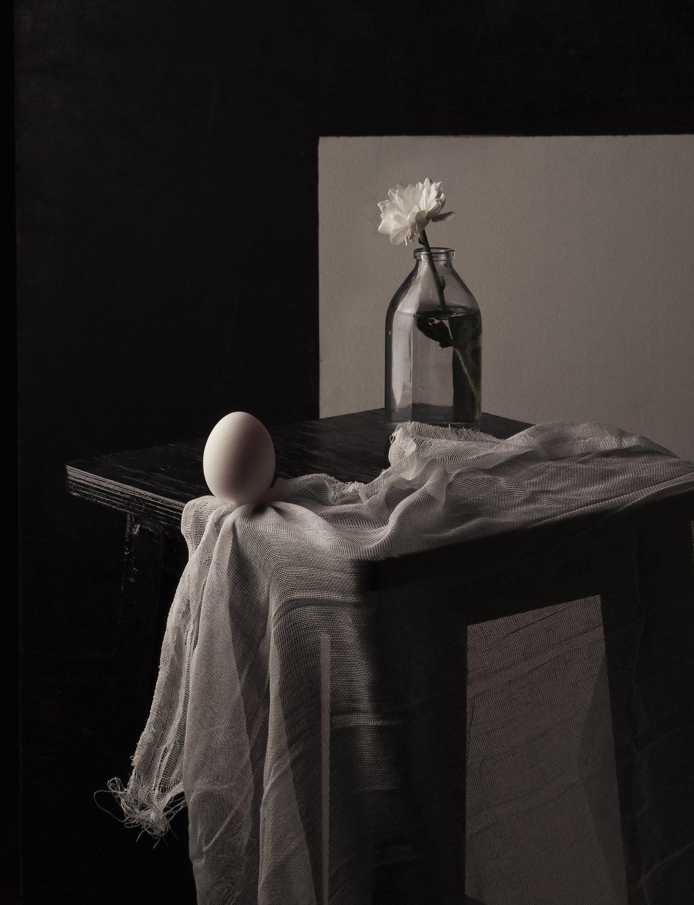 яйцо, стекло, бутылка, цветок, табуретка, натюрморт, Наталья Голубева