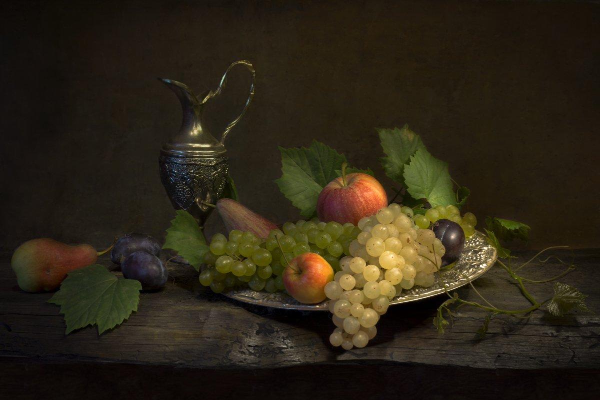 Натюрморт с виноградом Елена Брежицкая