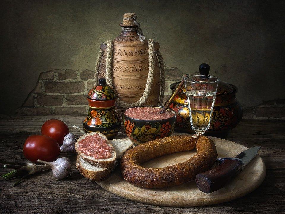 натюрморт, еда, напитки, осень, заготовки, закуски, колбаса,водка, овощи, Ирина Приходько