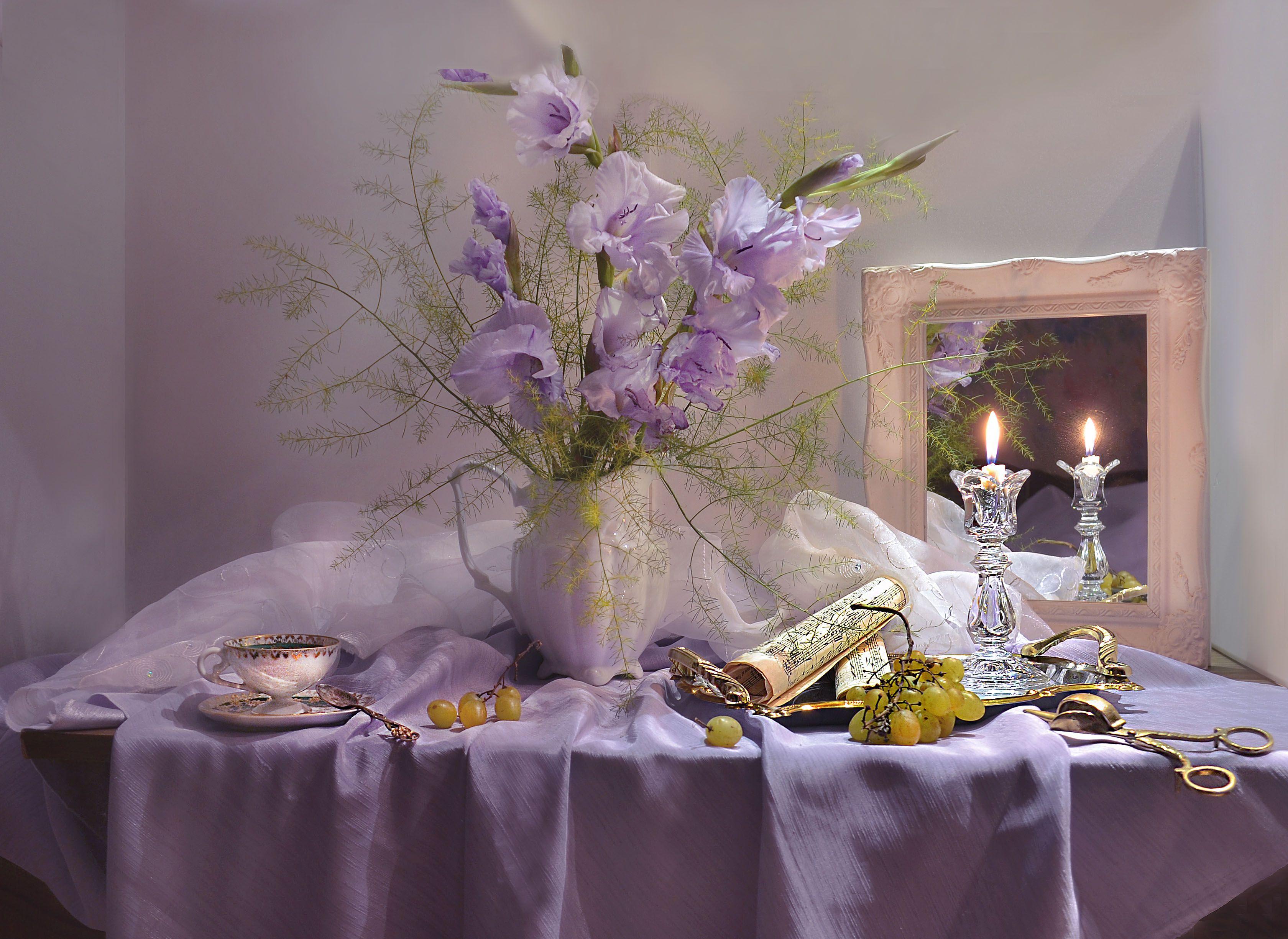 still life, натюрморт, цветы, гладиолусы, ноты, фото натюрморт, фарфор, подсвечник, свеча, осень, сентябрь, зеркало, отражение, Колова Валентина