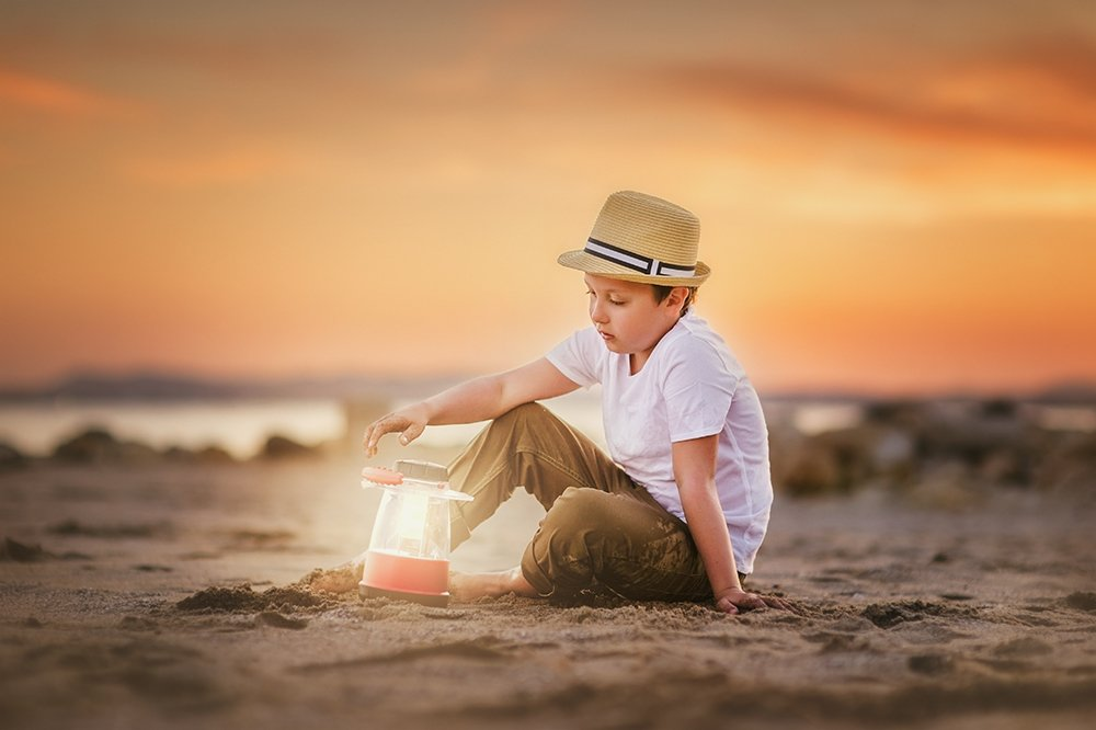 берег,лето,мальчик,фонарь, Julia Shu