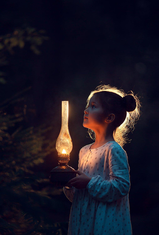детский фотограф, семейный фотограф, фотограф для девочки, детское фото, девочка, ночь, night, light, backlit, girl, dark, Катрин Белоцерковская