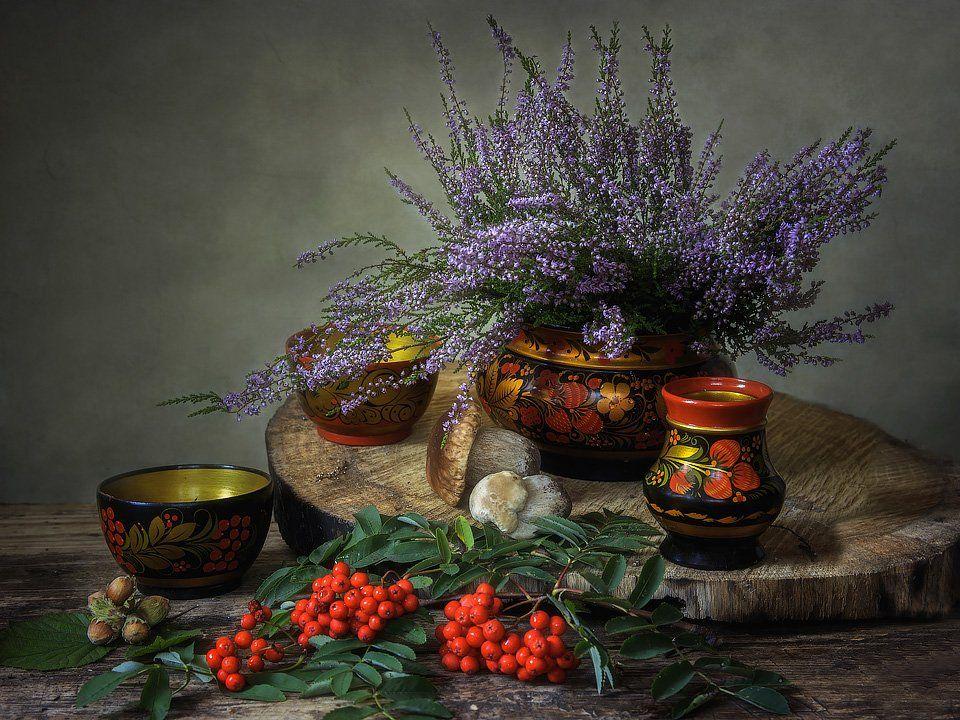 натюрморт, сентябрь, осень, лесные дары, хохломская посуда, деревянная поверхность, Ирина Приходько