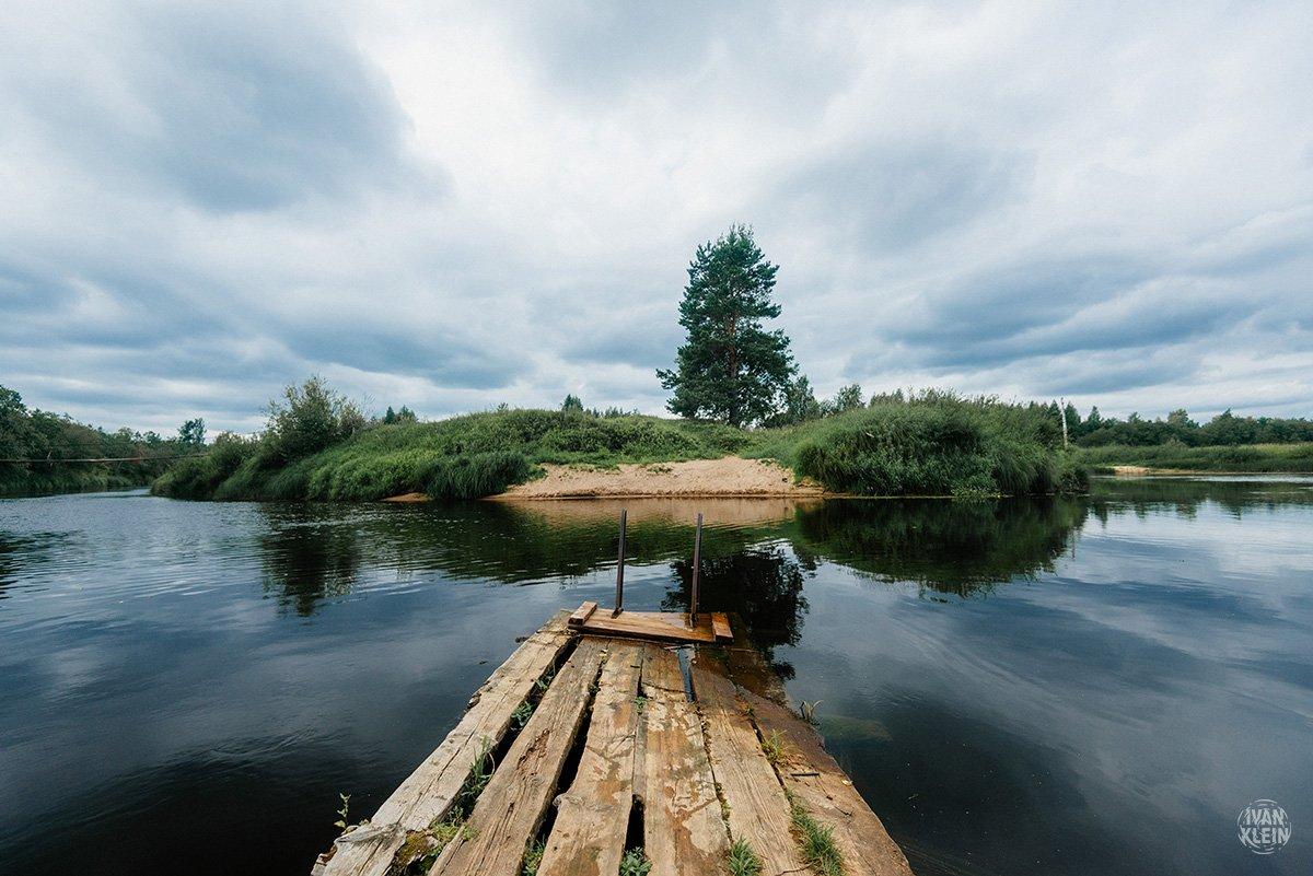 пейзаж,река,озеро,вода,природа,отражение,лес,деревья,вода,лето,день,путешествие,дерево,пирс,деревянный,сосна, деревня, Иван Клейн