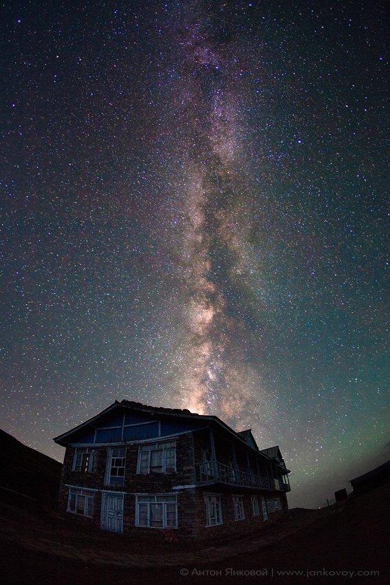 непал, гималаи, дом, ночь, млечный путь, небо, звезды, Антон Янковой (www.photo-travel.com.ua)