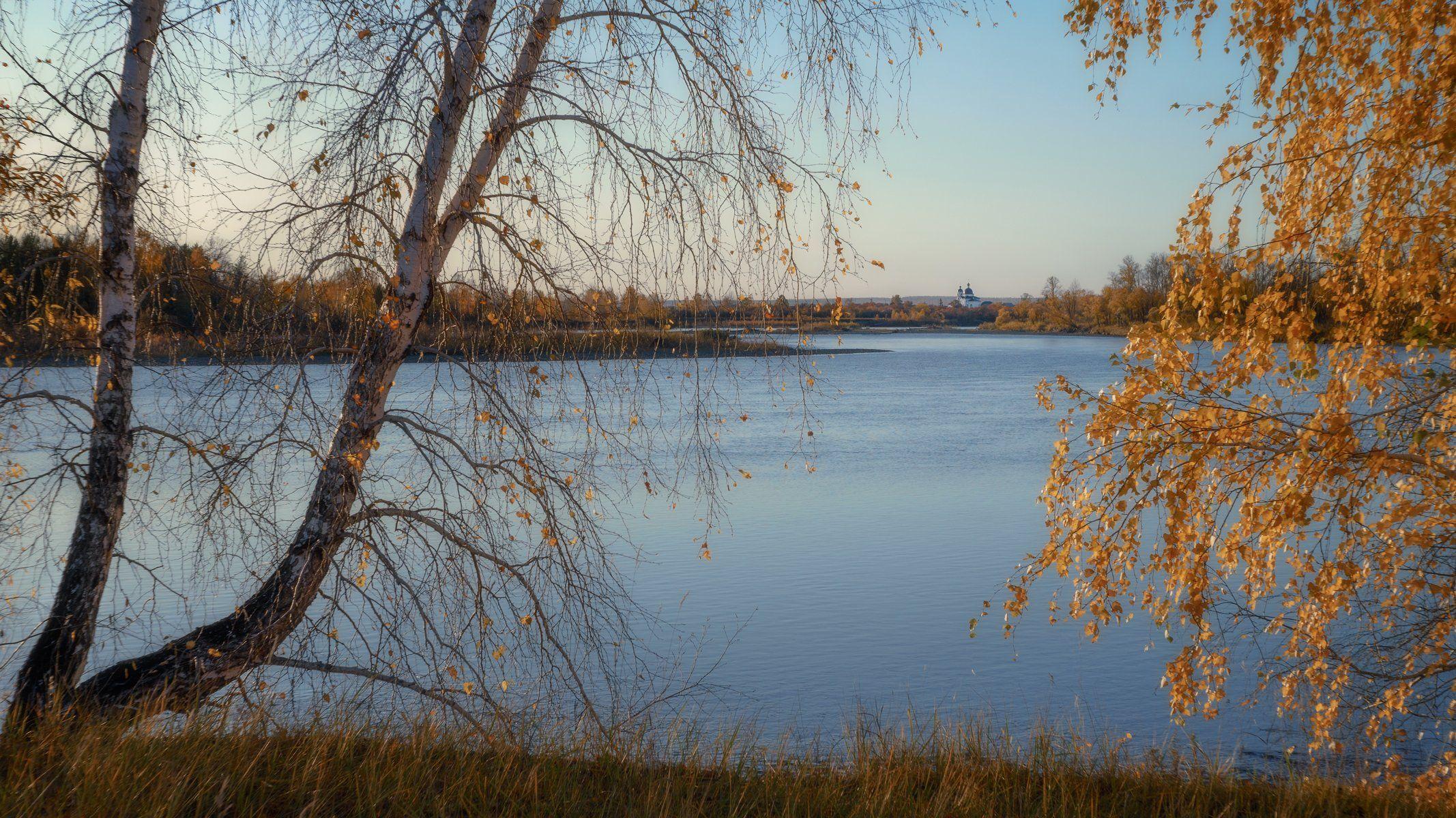 russia, siberia, golden autumn, the river oka, the orthodox church, birches., Сергей Козлов