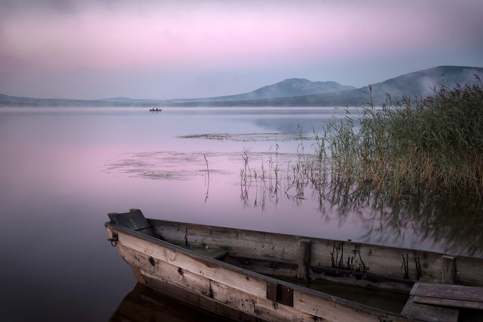 зюраткуль, пейзаж, озеро, лодки, горы, небо, рыбаки, рассвет, туман, утро, Андрей Чиж