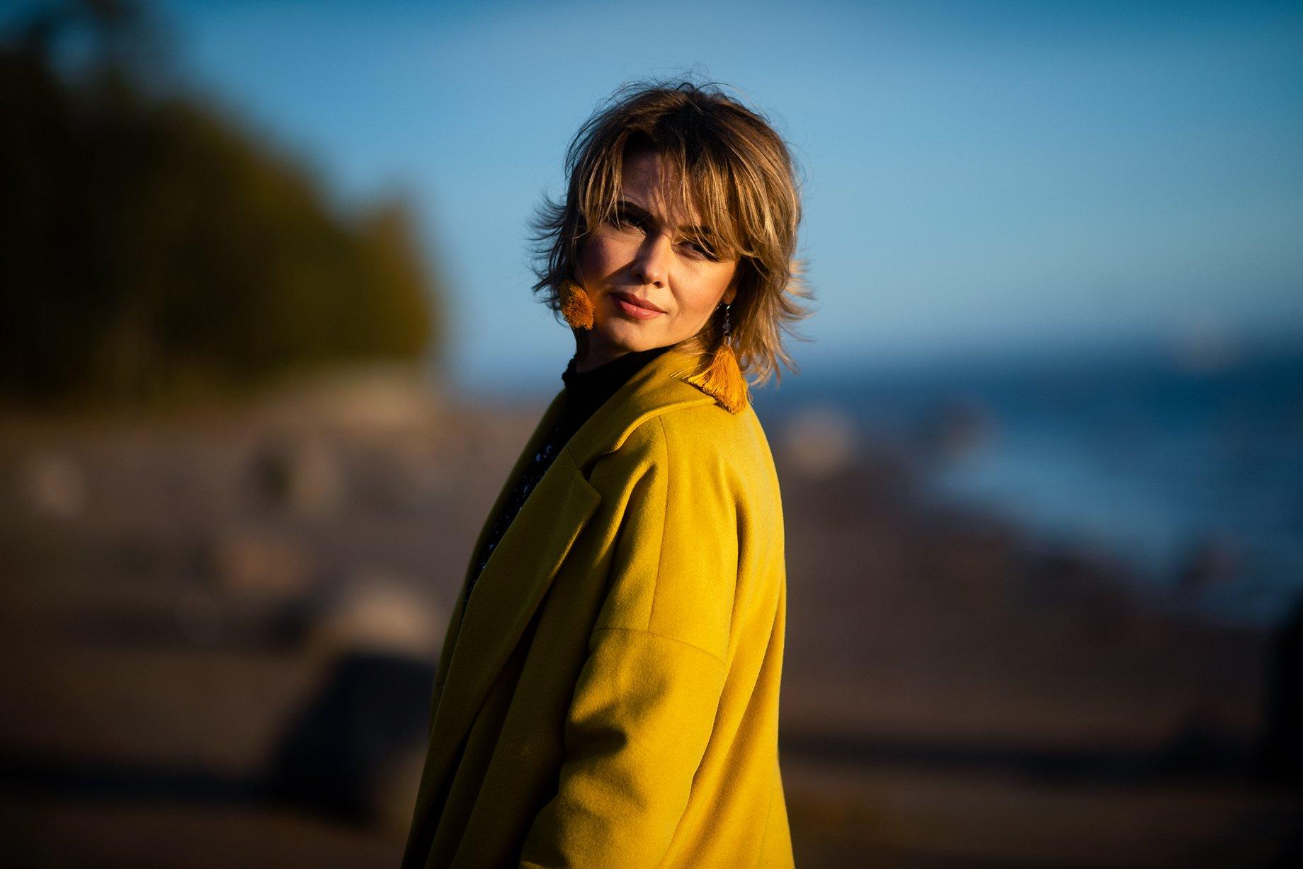 желтое пальто осень девушка, Виктория Разина