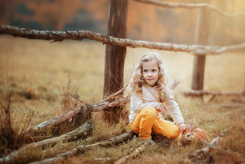 портрет, осень, девочка, girl, кролик, животные, солнышко, друзья, лучи, happy, happiness, сказка, волшебство, rabbit, autumn, Юлия Сафонова