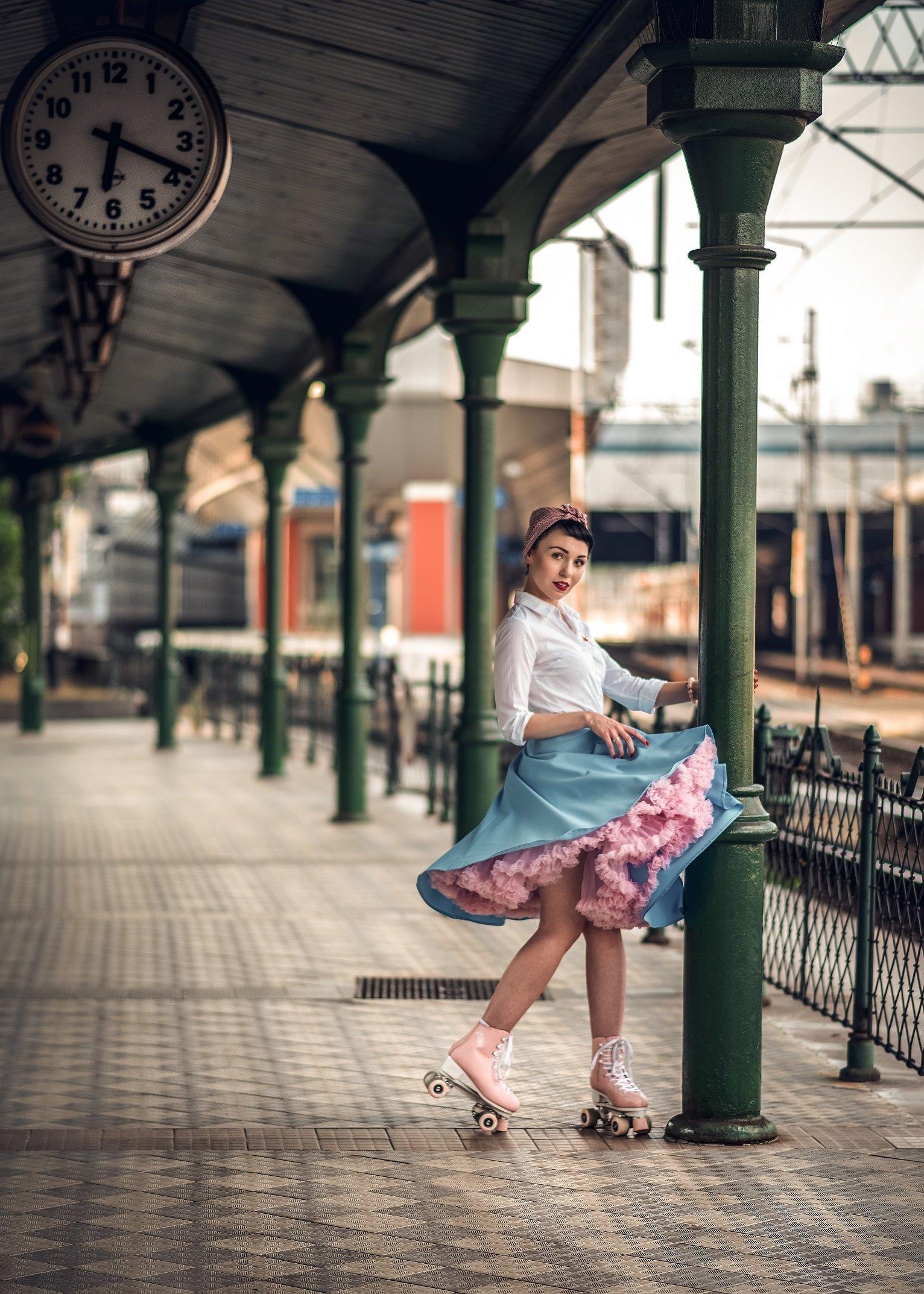retro woman portrait roller pin up station railway, ibiphoto