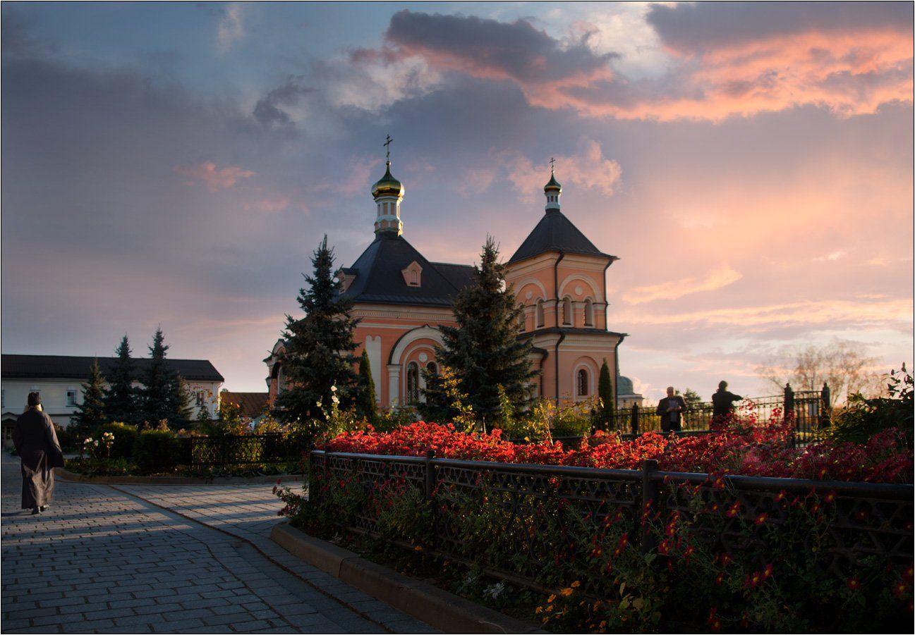 монастырь оптина пустынь вечер закат цветы монах, Boris Bort