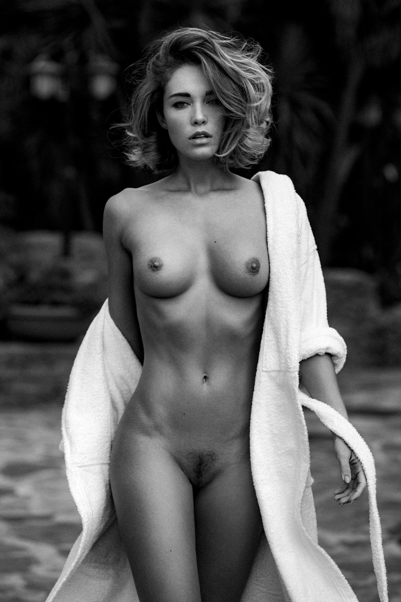 monochrome, black & white, nude, woman, pure, sensual, classic, Leyendecker Sacha