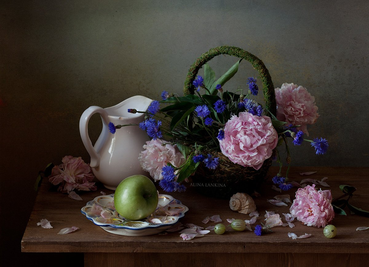 натюрморт, цветы, пионы, васильки, лето, композиция, свет, цветение, грусть, настроение, Алина Ланкина