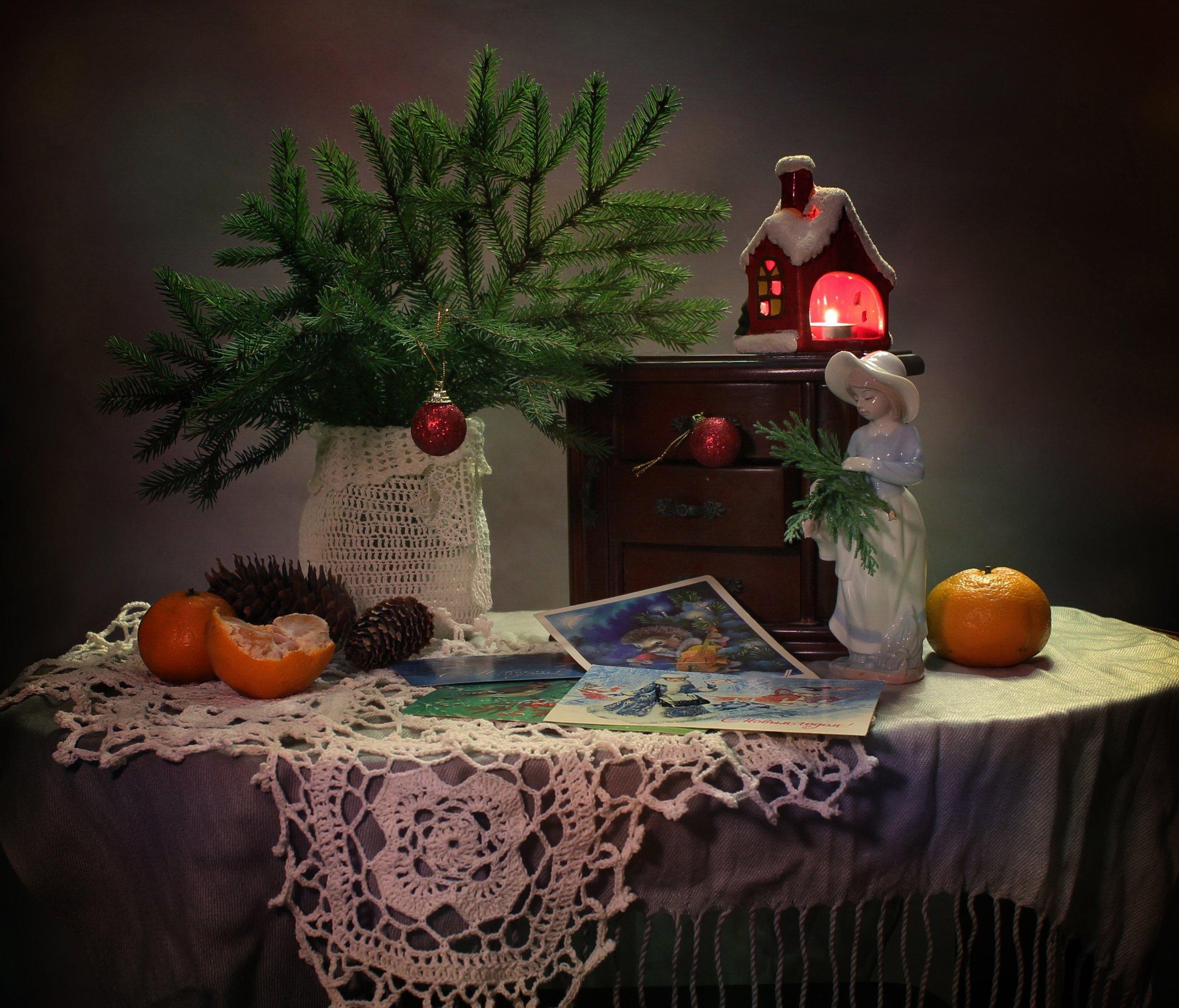 натюрморт, зима, новый год. девушка, статуэтка, фарфор, открытки, елка, подсвечник, Ковалева Светлана