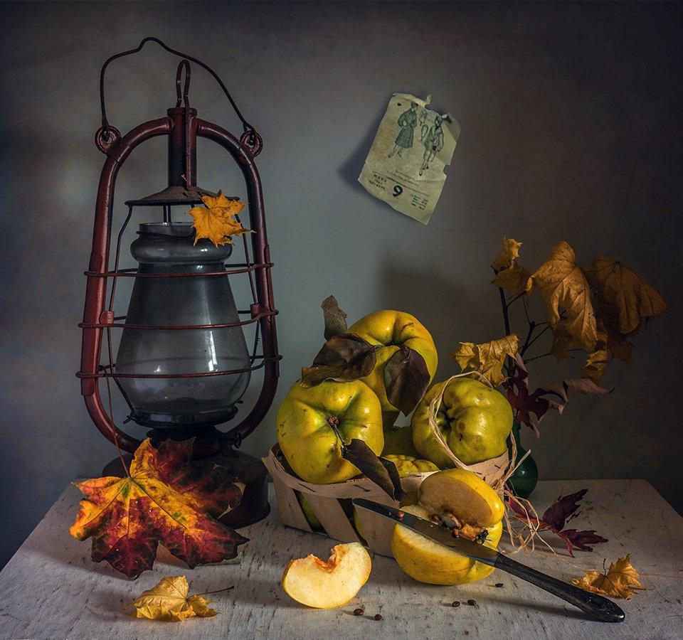 still life, натюрморт,    винтаж,  ретро, еда, нож, айва, фрукты, спелый, вкусный, лампа, керосиновая лампа, календарь,, Шерман Михаил