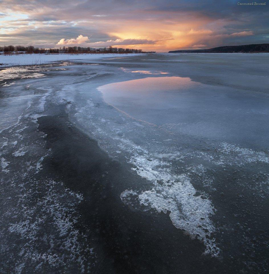 весна, зима, река, лед, закат, отражение, берег, вечер, Смольский Евгений