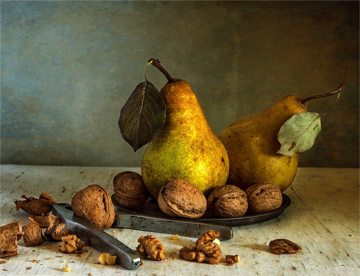 still life, натюрморт,    винтаж,  ретро, еда,  фрукты, спелый, вкусный, груша, груши, орехи, скорлупа ореха,, Шерман Михаил
