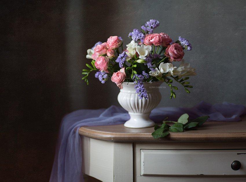 натюрморт, цветы, розы, букет, фрезия, свет, композиция, Алина Ланкина