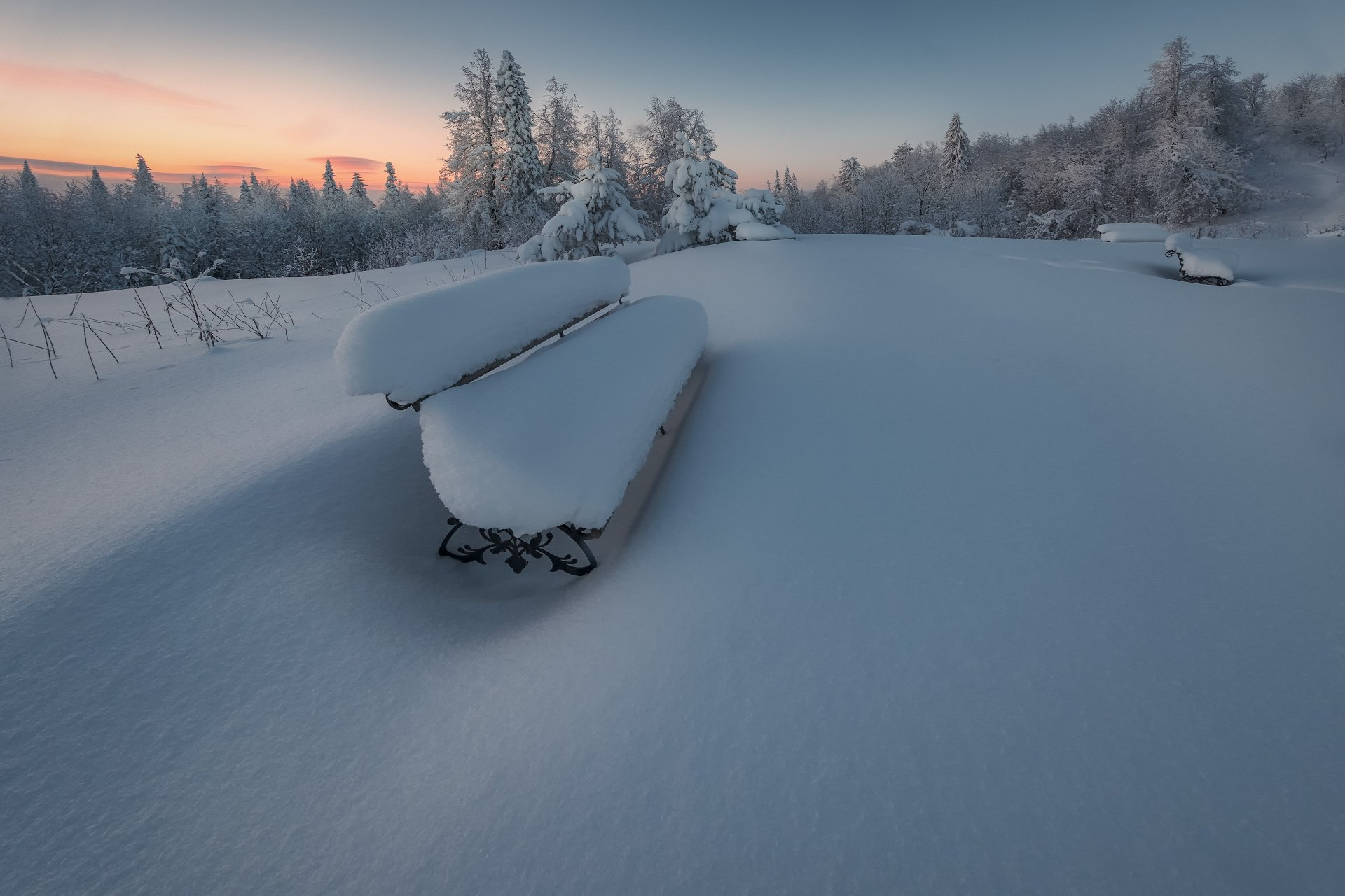 белая гора, лавочка, зима, рождество, снег, мороз, метель, пурга, холод, белый, утро, рассвет, пермь, Андрей Чиж