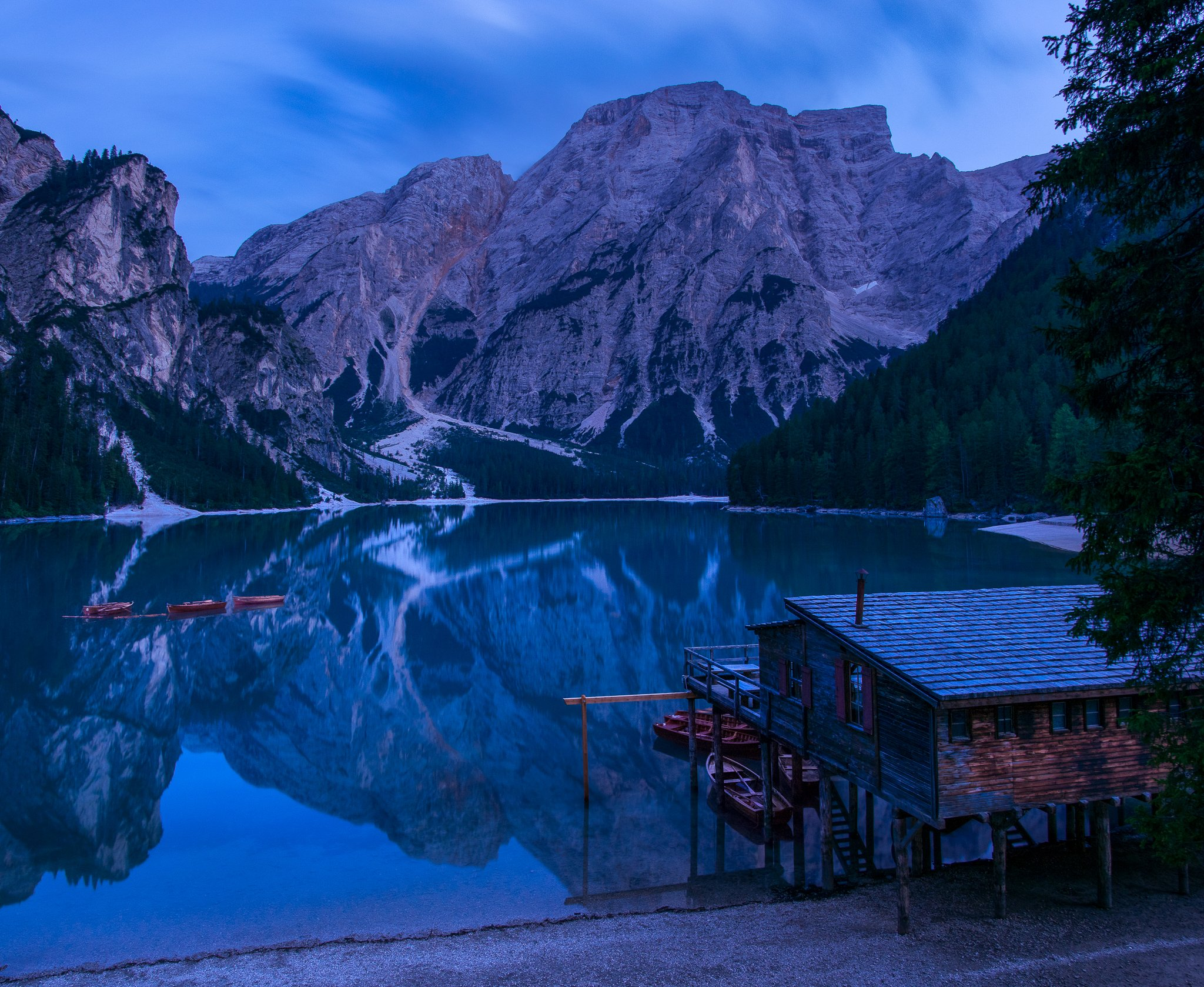 braies, italy, lake, blue hour, mountain, dolomites, alps, sunset, evening, trip, travel, adventure, journey, Mая Врънгова
