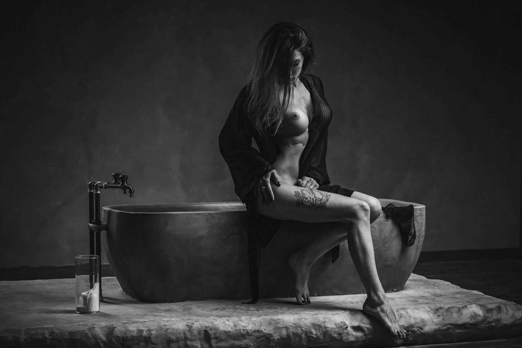 girl topless bath nude, Пистолетов Илья