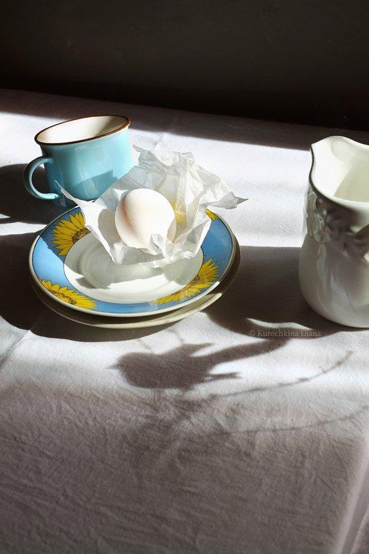 натюрморт, тени, яйцо, голубая чашка, скоро весна, Курочкина Диана