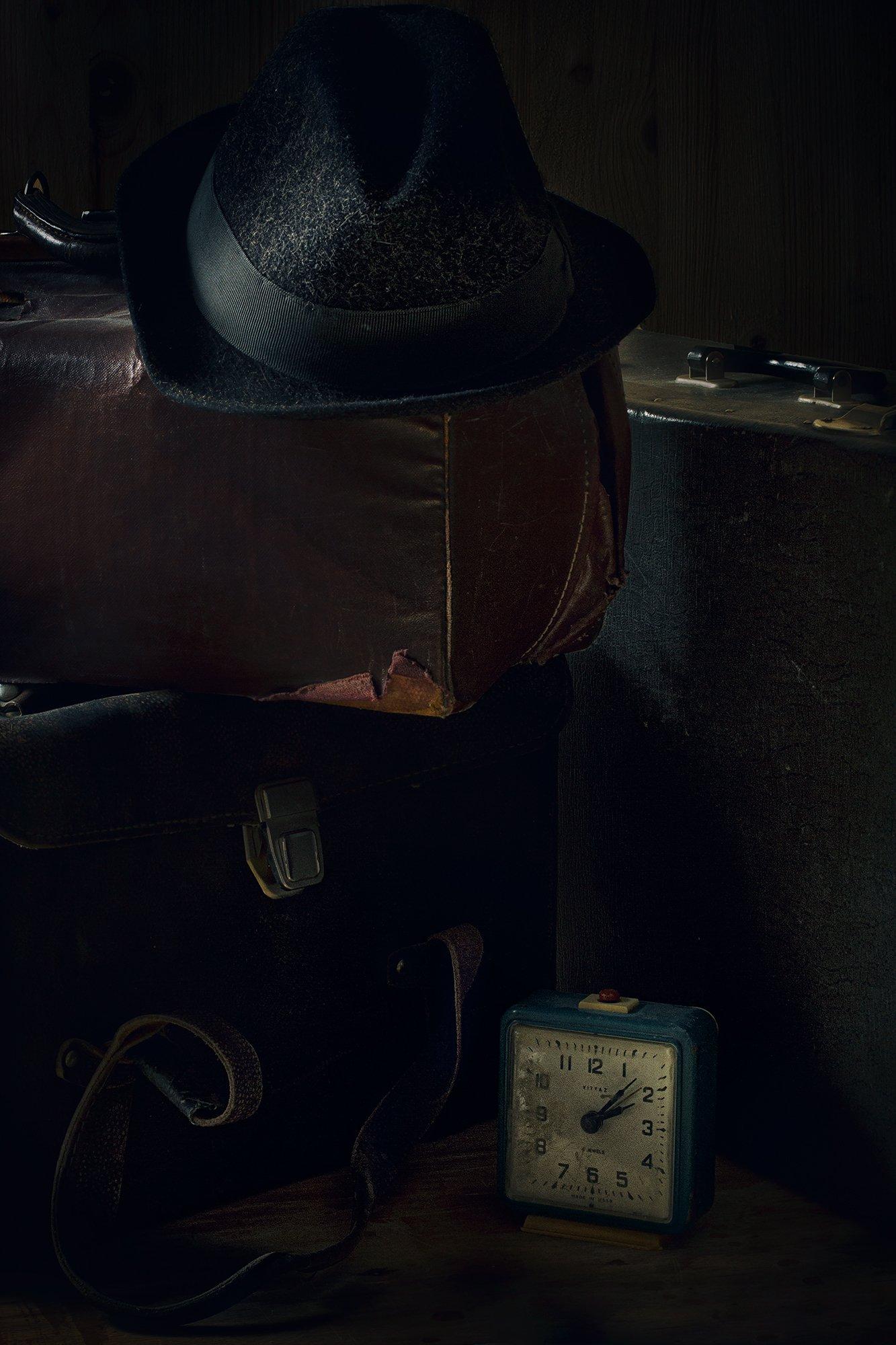 шляпа, саквояж, чемодан, часы, натюрморт, старый, Наталья Голубева