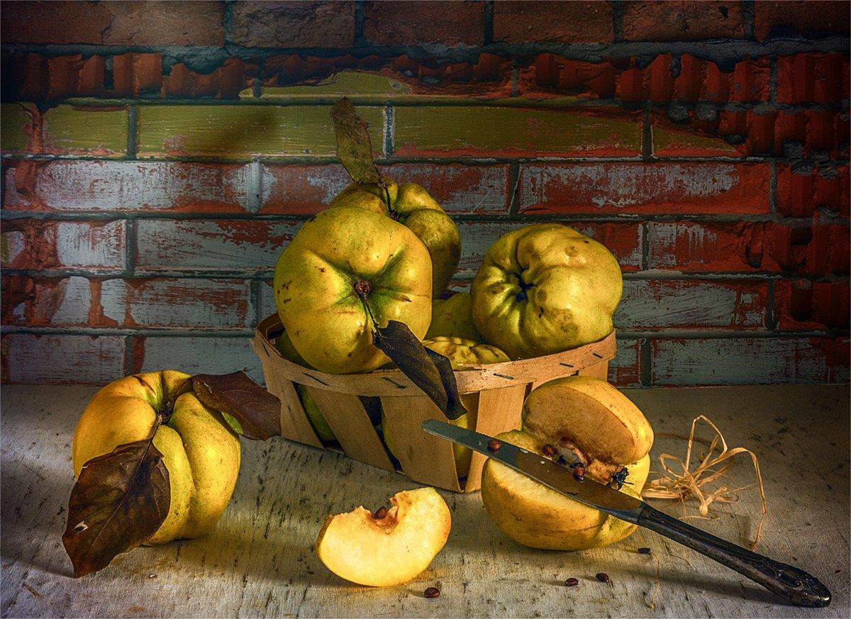 still life, натюрморт,    винтаж,  ретро, еда,  фрукты, спелый, вкусный, айва, нож, крупный план,, Шерман Михаил